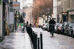 Calles de París en la lluvia Fotos de archivo