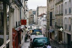 Calles de París en la lluvia Imagen de archivo libre de regalías