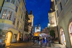 Calles de Praga por noche Foto de archivo