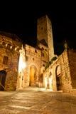 Calles de San Gimignano, en la noche foto de archivo libre de regalías