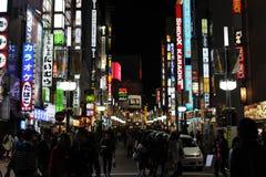 Calles de Shinjuku en la noche Fotografía de archivo libre de regalías