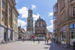Calles de Utrecht y torre de los Dom Fotografía de archivo