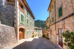 Calles de Valldemossa, Mallorca, España imagenes de archivo