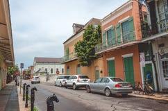 Calles del barrio francés antiguo en New Orleans, Luisiana Peatones en las calles de New Orleans vieja Imagen de archivo