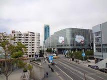 Calles del convenio en 4to y de Howard de SaleForce en el Ce de Moscone Imagenes de archivo