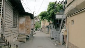 Calles en la ciudad de Borjomi - Georgia almacen de metraje de vídeo