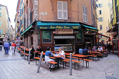 Calles en la ciudad vieja Niza, Francia Imagenes de archivo