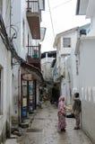 Calles estrechas de la ciudad de piedra - ciudad principal de Zanzíbar, provincia colonial vieja Imagen de archivo