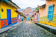 Calles hermosas y coloridas en Guatape, conocido Imagen de archivo libre de regalías