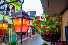 Calles hermosas y coloridas en Guatape, conocido Foto de archivo libre de regalías
