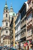 Calles medievales y arquitectura en Praga Imagen de archivo