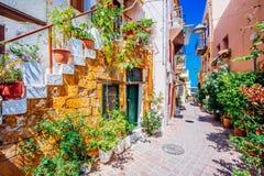 Calles mediterráneas de Chania fotografía de archivo libre de regalías