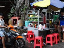 Calles muy transitadas de Phnom Penh - capital de Camboya Imagen de archivo libre de regalías