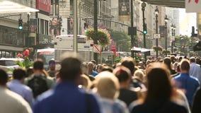 Calles muy transitadas en Manhattan central, Nueva York Cámara lenta almacen de metraje de vídeo