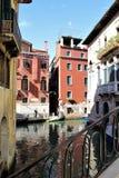 Calles pintorescas de Venecia Imagenes de archivo