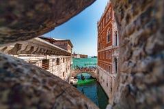 Calles pintorescas en Venecia foto de archivo libre de regalías