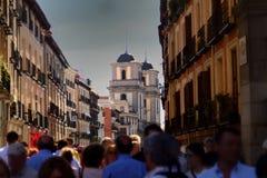 Calles que caminan ocupadas en Madrid imagen de archivo libre de regalías