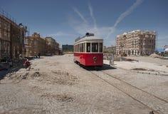 Calles rojas de la tranvía y del adoquín bajo construcción Imagen de archivo