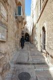 Calles silenciosas de Jerusalén La calle brilló Halakhot en el cuarto judío en la ciudad vieja de Jerusalén cerca de la pared occ fotos de archivo libres de regalías