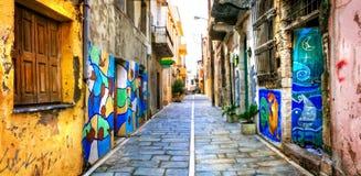 Calles viejas coloridas con los dibujos de pared en Rethymno, Creta, Greec Fotos de archivo libres de regalías