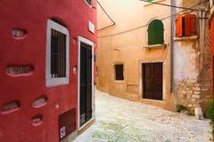Calles viejas de Rovinj, Croacia Foto de archivo