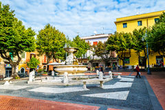 Calles y cada vida del día de la pequeña ciudad italiana cerca de Roma en Grottaferrata, Italia Fotografía de archivo libre de regalías