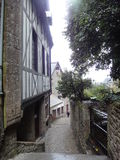Calles y casas de Mont Saint-Michel, Normandía, Francia Imagenes de archivo