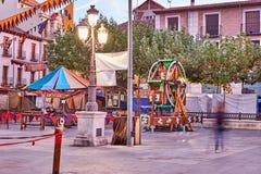 Calles y feria medieval y x28; closed& x29; en Alcala de Henares, amanecer durante la semana de Cervantes y x28; 10/06/2016& x29; Imagen de archivo libre de regalías