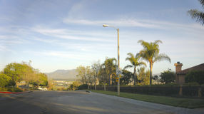 Calles y montañas, CA de Camarillo Imagen de archivo