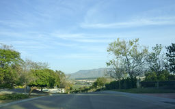 Calles y montañas, CA de Camarillo Fotos de archivo