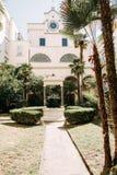 Calles y patios hermosos de Nápoles foto de archivo