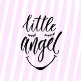 Calligrafia moderna di vettore Poca stampa di angelo Frase scritta a mano Progettazione della maglietta dei bambini illustrazione vettoriale