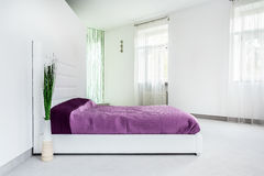 Calm and bright bedroom Royalty Free Stock Images