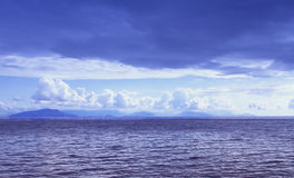 Calm vibrant ocean Royalty Free Stock Image