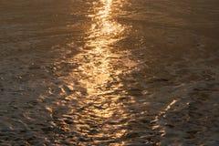 Calma de la agua de mar Imagenes de archivo