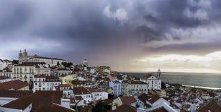 Calma después de la tormenta || Alfama, Lisboa, Portugal Foto de archivo libre de regalías
