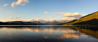 Calma sul lago McDonald immagini stock