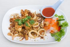 Calmar frit avec l'ail Photo stock