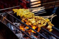 Calmar grillé sur la flamme photo stock