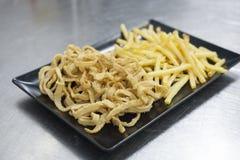 Calmar pané avec des fritures Concept de Plats gastronomiques et de haute cuisine photos libres de droits
