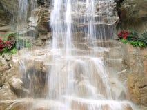 Calme de cascade à écriture ligne par ligne Photos stock