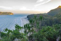Calmo ed ancora innaffia fuori dalla costa della Tailandia del sud in Fotografie Stock