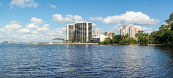 Caloosahatchee flod i Fort Myers, Florida, USA Arkivfoto