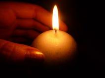 Calor de uma vela Imagens de Stock