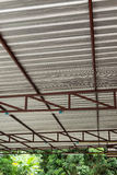 Calore dell'isolamento della stagnola d'argento sul tetto del soffitto Fotografie Stock