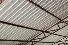 Calore dell'isolamento della stagnola d'argento sul tetto del soffitto Immagine Stock Libera da Diritti