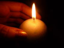 Calore di una candela Immagini Stock