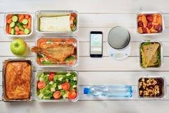 Calorie tegenapp en groenten royalty-vrije stock foto