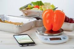 Calorie tegenapp en peper royalty-vrije stock foto