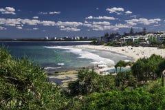 CALOUNDRA, AUS - 13 AOÛT 2016 : Jour ensoleillé chaud aux Rois Beach Calun Photo stock